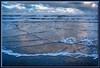 Kreuzende Wellen am morgendlichen Strand