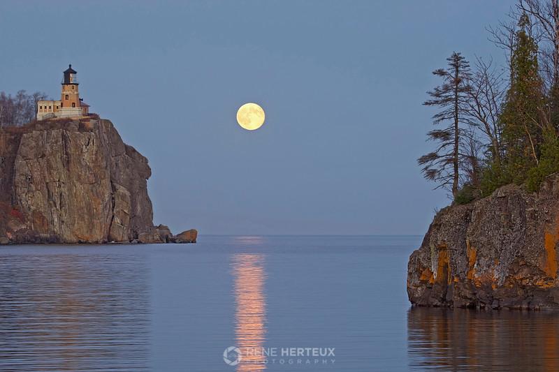 Split Rock Lighthouse and moonrise