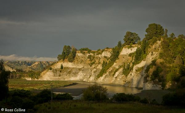 Cliffs on the Rangitikei River in the late afternoon sun, near Mangaweka