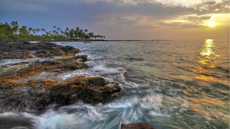 Sunset, Pu'uhonua o Honaunau, Keoneele Cove, South Kona, Big Island, Hawaii