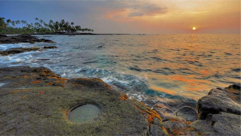 Sunset, Pu'uhonua o Honaunau, Keoneele Cove, South Kona, Big Island, Hawaii