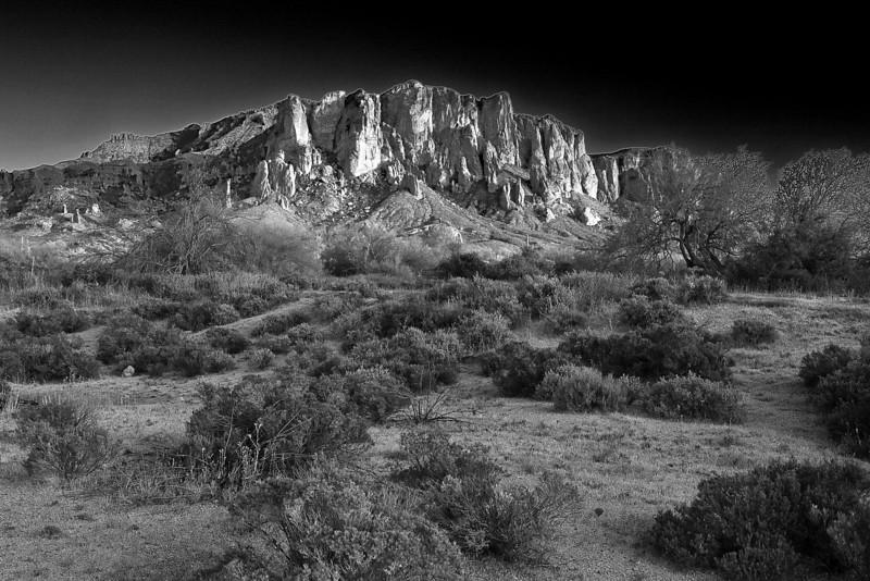 Arizona, Superstiton Wilderness, Lost Dutchman Stat Park,  Sunrset Black White Landscape Art 亚利桑那, 沙漠 黑白摄影, 风景
