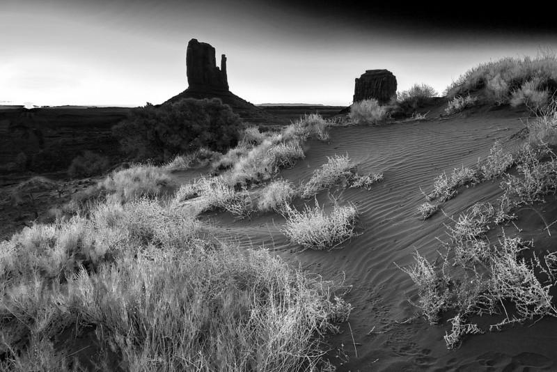Arizona, Monument Valley, Sunrise, Dunes, Black and White Landscape Art 亚利桑那 碑山谷 黑白摄影, 风景