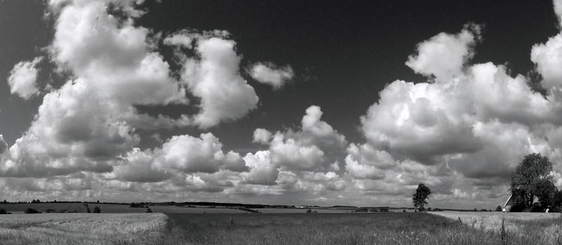 Cotton Sky.<br />  Udsigt fra Skelbyvej over Susåens udløb fra Bavelse Sø.