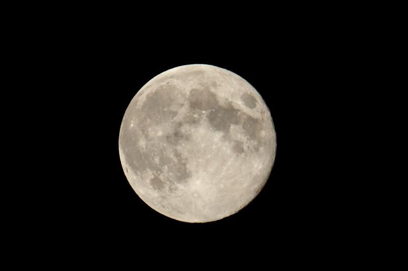 IMAGE: http://photos.deepaksingh.net/Landscapes/Blue-Moon-August-31-2012/i-RBKKG82/0/L/Blue-Moon-L.jpg