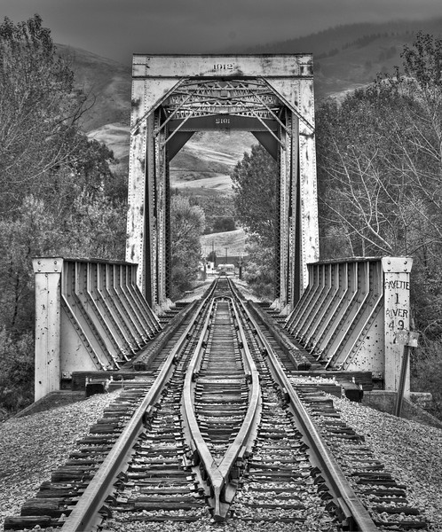 HDR Rail Road Bridge B+W 2