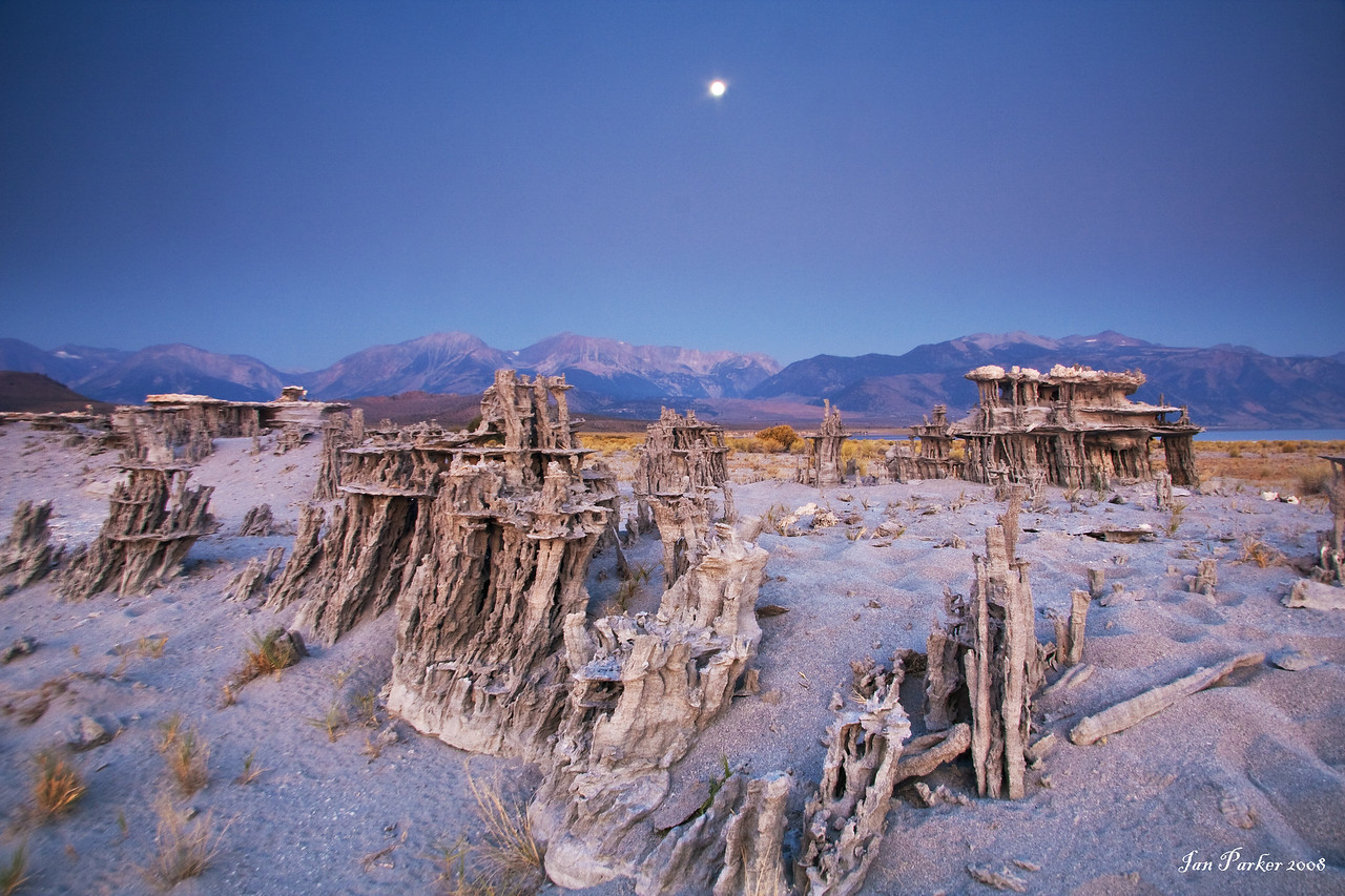 Moonset over the sand tufa; Mono Lake