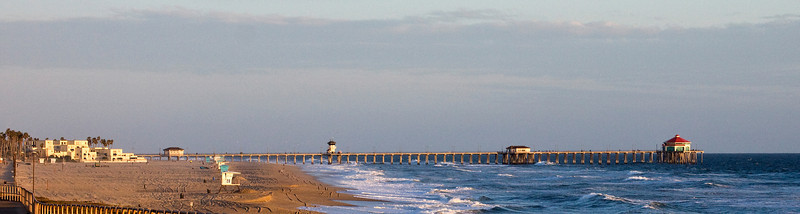 Panoramic vie of the Huntington Beach Pier looking south from near where Goldenwest St. ends at the PCH.