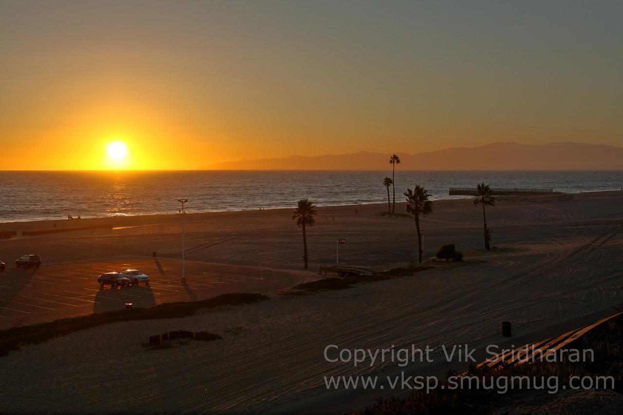 http://www.vksphoto.com/Landscapes/California/Dockweiler-Beach/i-XXM3sXF/0/X2/IMG5523-X2.jpg