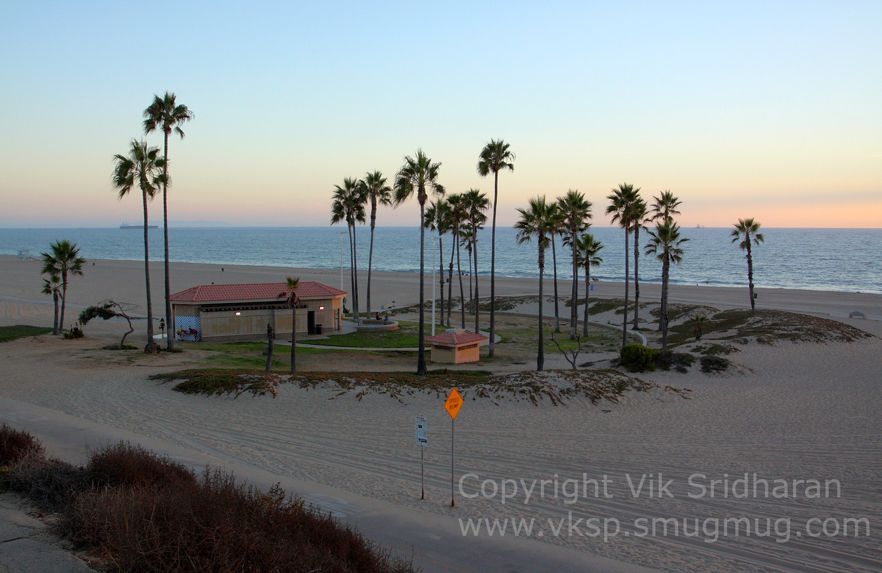 http://www.vksphoto.com/Landscapes/California/Dockweiler-Beach/i-mNH8CTL/0/X2/IMG6203-bright-X2.jpg