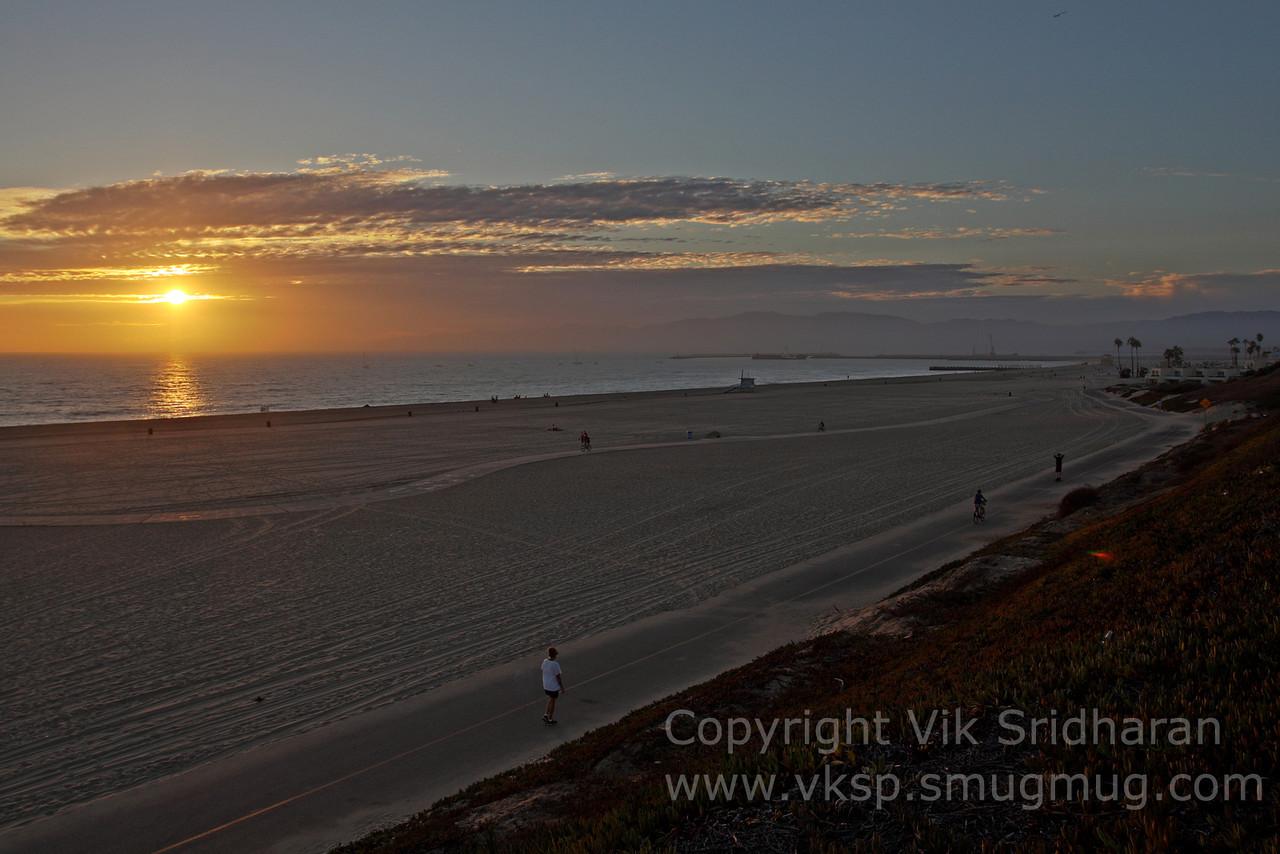 http://www.vksphoto.com/Landscapes/California/Dockweiler-Beach/i-vZR3mKX/0/X2/IMG6206-X2.jpg