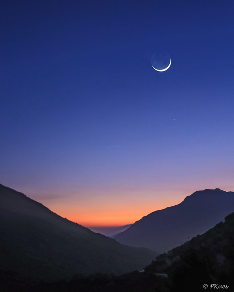 Crescent Moon with Earthshine as the sun was sinking behind Sequoia Valley