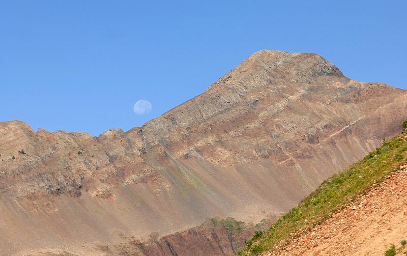 Purple mountain ( 12 958 feet  - 3950 metres ) from Yule pass trail