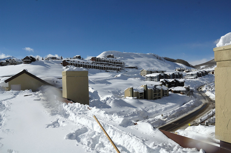 Gothic road ( Mount Crested-Butte ) from Elevation roof
