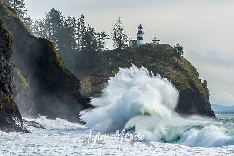 585  G Cape Disappointment Waves
