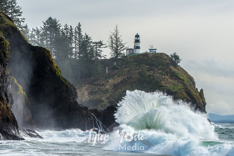 572  G Cape Disappointment Waves