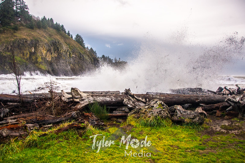 67  Cape Disappointment Waves Close