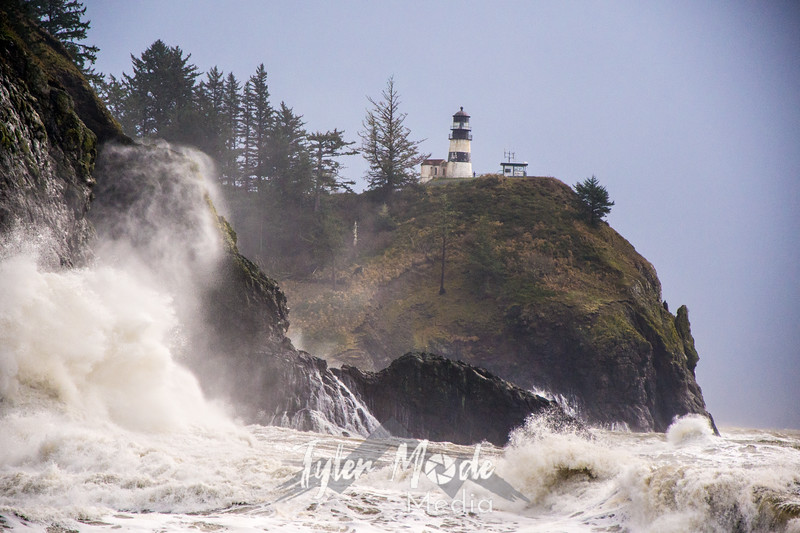 25  Cape Disappointment Waves