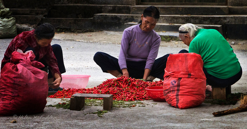 Trimming Chilies, Jiantou Village Square