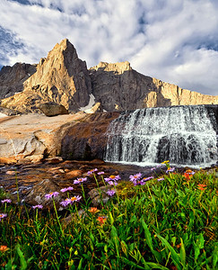 Cirque of the Towers landscape. Photo by Mike Reid.