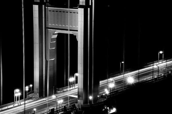 golden gate bridge monochrome zoom web