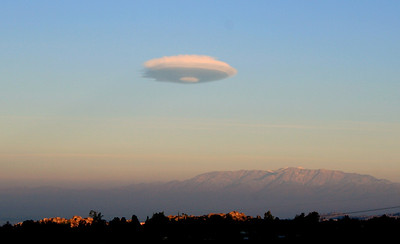 Lenticular cloud over Riverside, 29 Nov 2008