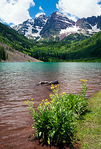 (MB-11056)  Early summer afternoon at Maroon Lake