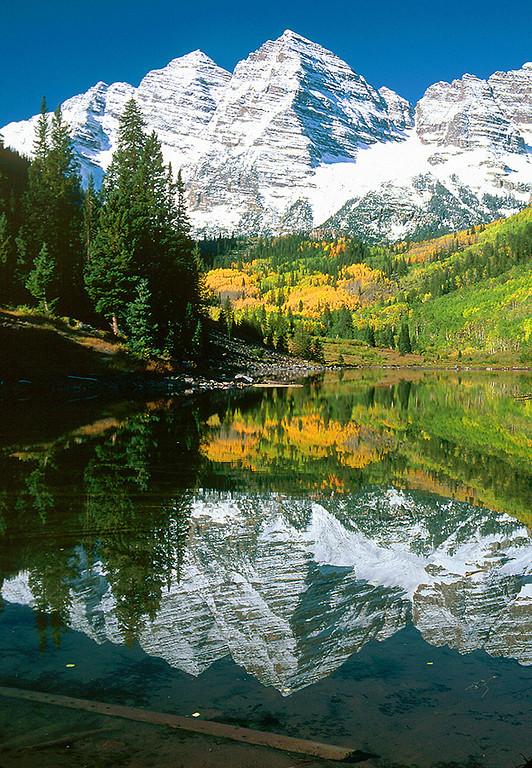 (MB-0206)  Autumn at Maroon Bells and Maroon Lake