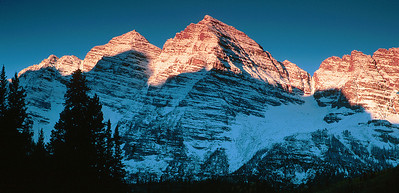 (H014)  14,000' South and North Maroon Peaks (the Maroon Bells) at sunrise