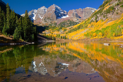 (MB-10203)  Maroon Bells reflected in Maroon Lake - Autumn