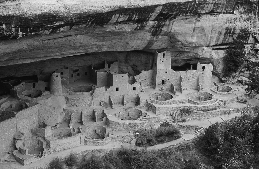 (A041-bw)  Cliff Palace in black and white - Mesa Verde