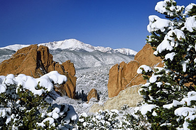(F011)  Garden of the Gods and Pikes Peak - Winter