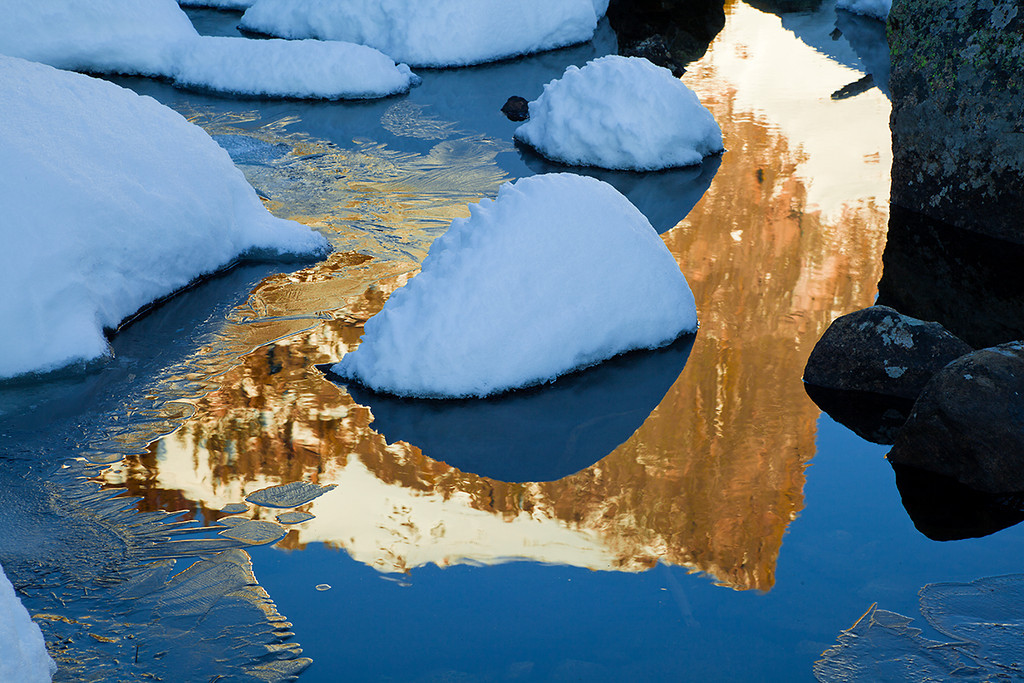 (RM-09050)  Hallett Peak Reflection at sunrise - Dream Lake Winter