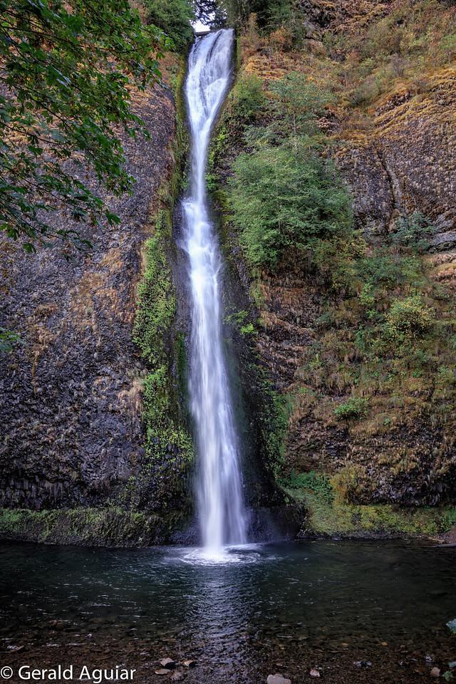 Horsetail Falls along the Columbia River