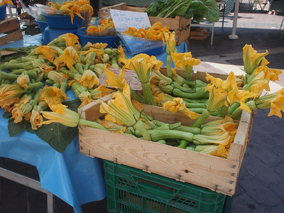 Nice (Vieux Nice) Cours Saleya les fleurs de courgette