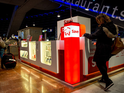 Nice l'aéroport (aérogare 2, national) : le poste de secours... pour smartphones !