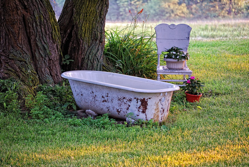 Red Neck Hot Tub.......just cleaned it this morn'ng and should be <br /> nice and toasty by this eve'ng !!..that is if it rains and the sun gets good and hot....