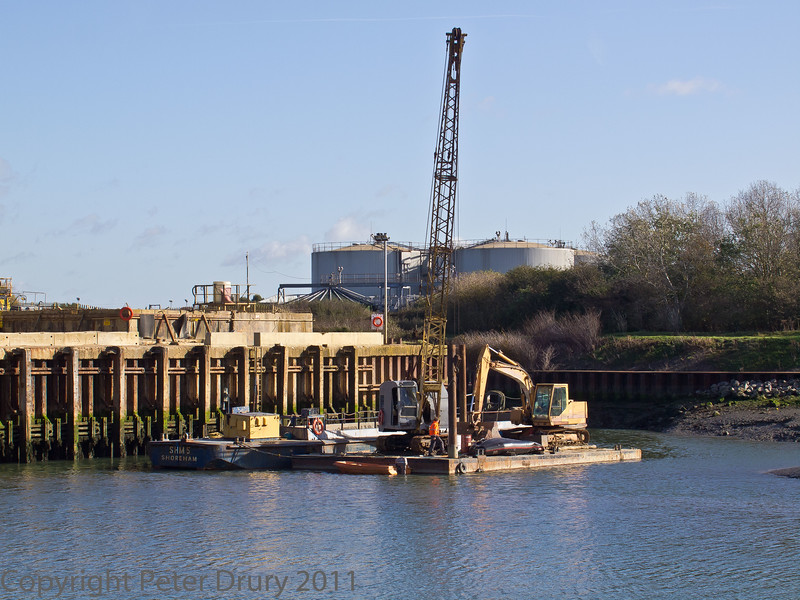 18 Oct 2011 Barge at the Aggregates Wharf, Broadmarsh.