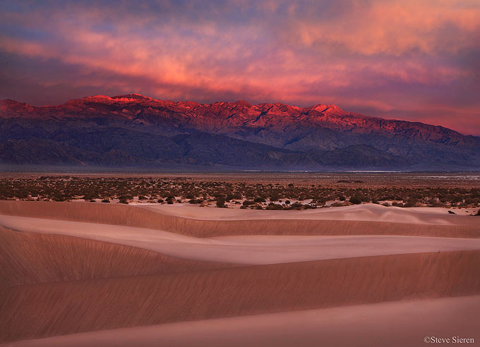 Mesquite Dunes and Cottonwood Mountains, Panamint Range in Death Valley.