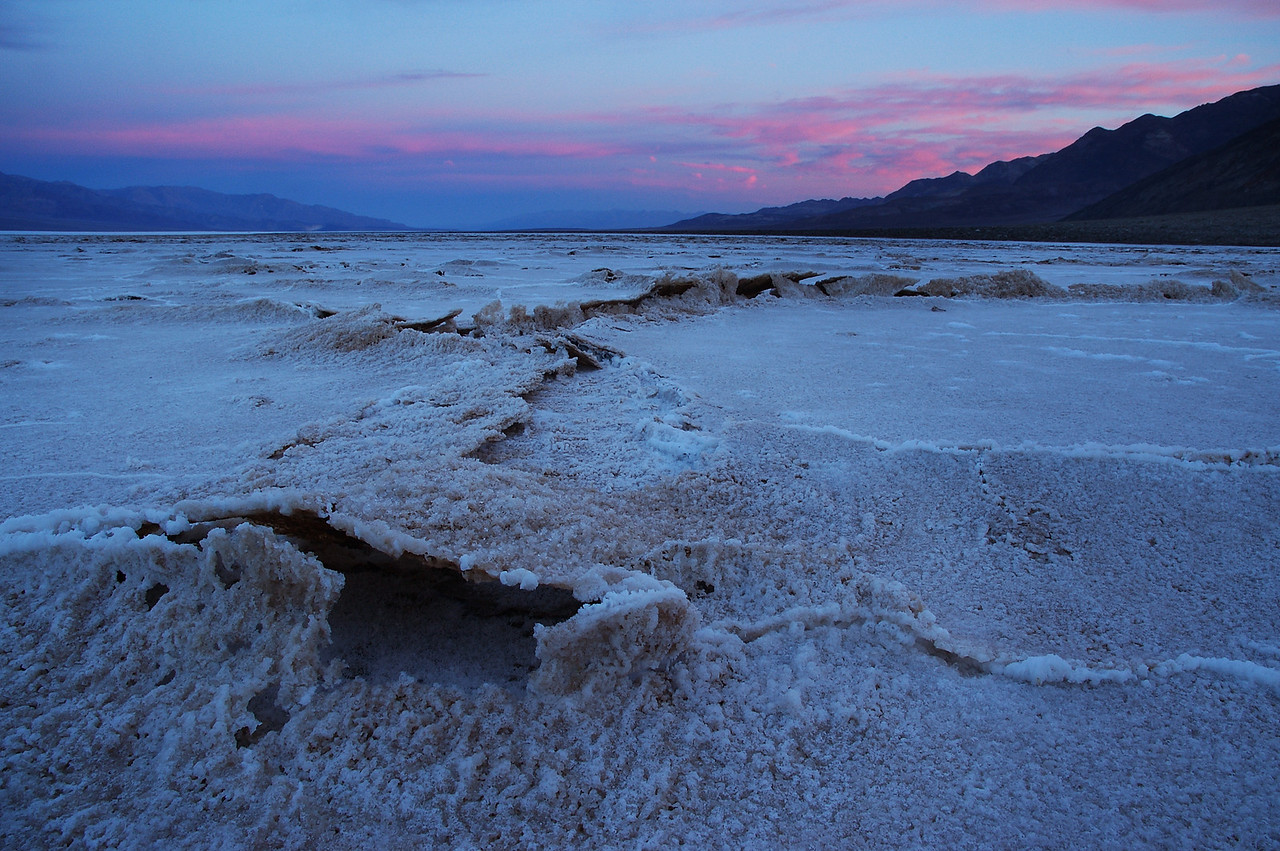 Tremors in Death Valley's salt flats