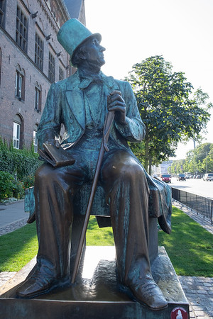 HC Andersen Statue at City Hall Square
