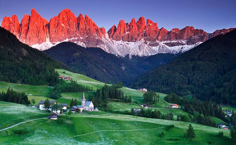 Alpine glow, the Odle/Geisler Dolomite massif, Dolomites, Italy