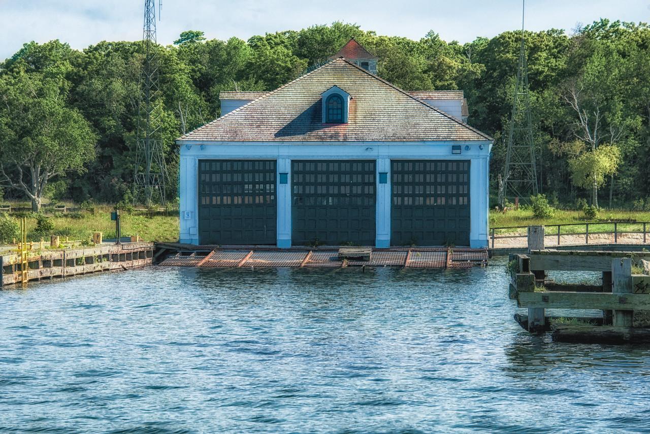 Three Boat Garage