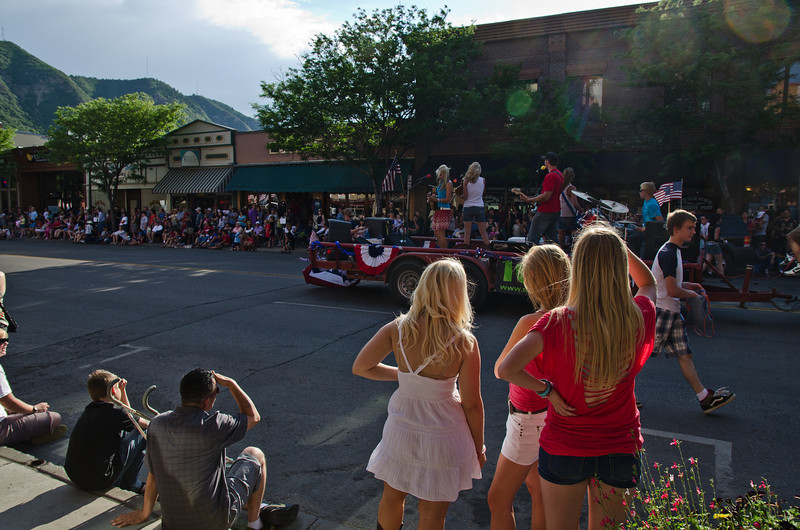 Crowds lined the streets as the Durango 4th of July parade got underway!