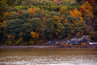 TRAIN ALONG THE HUDSON