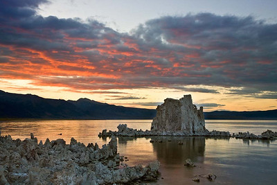 Mono Lake Under the twilight