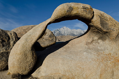 Later that morning, we hiked to Mobius Arch, here framing Mt Lone Pine.