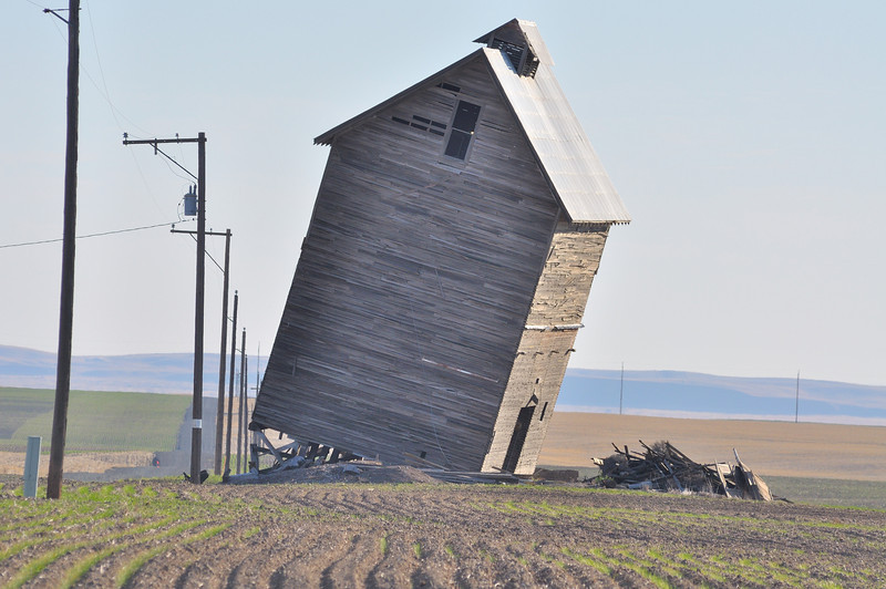 Leaning barn, north of Washtucna