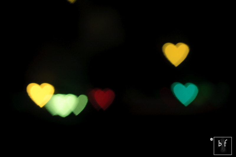 Shalimar took this photo while sitting in the car. By this time, we were still trying to figure out how to create heart-shaped lights using the aperture disk as I didn't realize I already had in some of the earlier photos. Shalimar put the lens out of focus while photographing a traffic light and..... voilà! The yellow and green hearts on the right is the traffic light. The exposure was long enough to capture both at the same time.