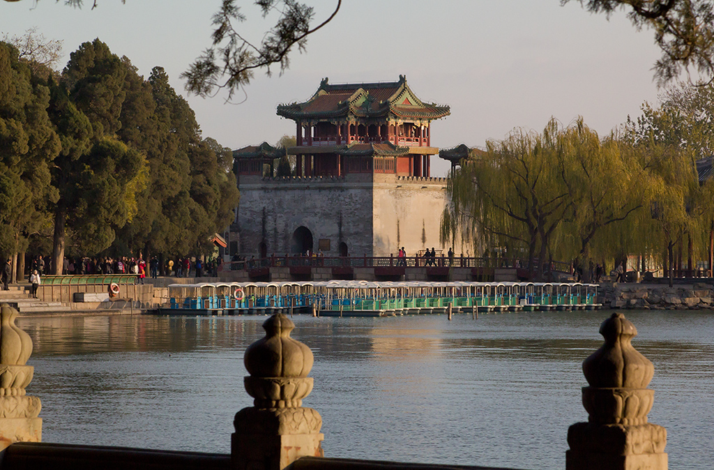 (CH-10346)  Along Kunming Lake at the Summer Palace in Beijing.